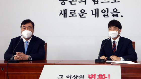 12일 오후 서울 여의도 국회에서 국민의힘 이준석 당대표가 싱하이밍 주한중국대사를 접견한 뒤 발언을 하고 있다. 임현동 기자
