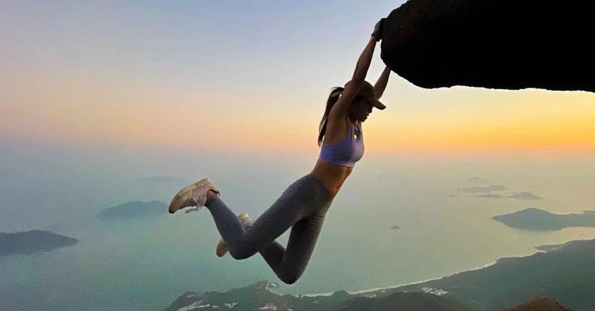 위험한 포즈로 '인생샷' 남기기를 즐기던 홍콩 인플루언서 소피아 청의 생전 모습. 인스타그램 캡처