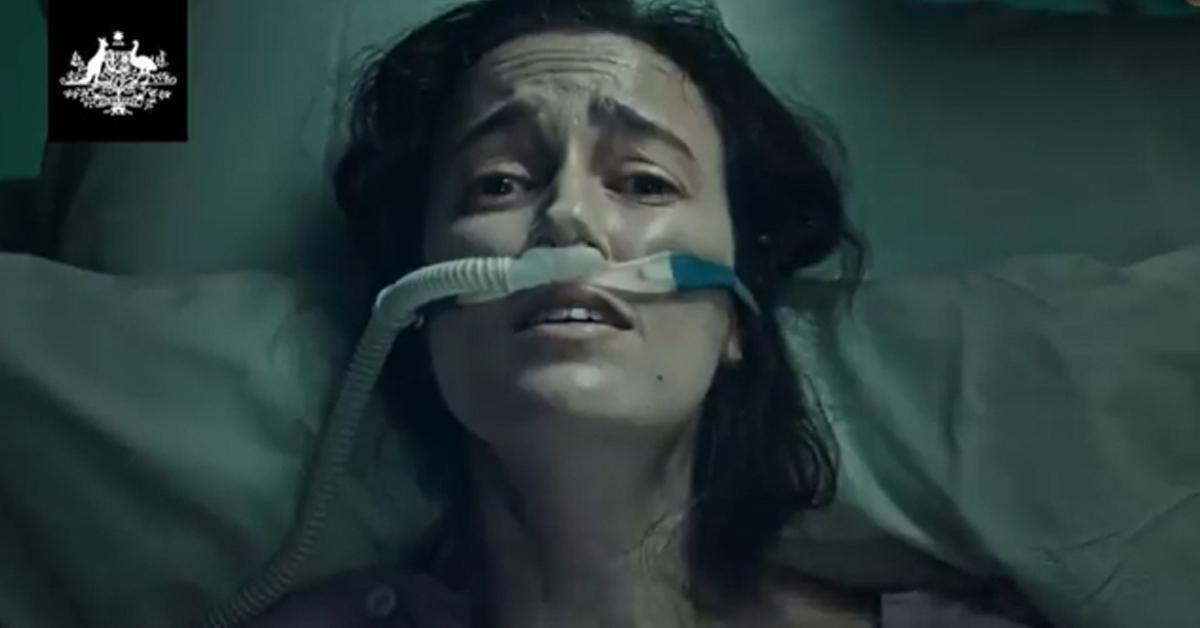 12일부터 방영된 호주 백신 광고. 한 젊은 여성이 병동에서 산소호흡기를 달고 거친 숨을 내몰아 쉬고 있다. 트위터 캡처