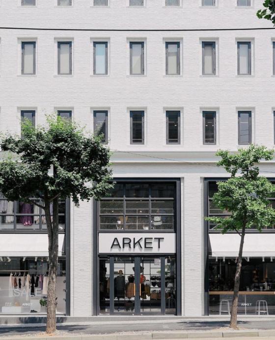 H&M 그룹의 라이프스타일 브랜드 '아르켓'의 가로수길 매장. 아시아 최대 규모 매장이다. [사진 아르켓 공식SNS]