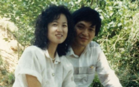 Former Minister Choo Mi-ae and her husband Seong-hwan Suh, a young lawyer.  Former Minister Chu, who was in his third year of university, said he felt emotions when he received a letter from lawyer Seo while studying at Haeinsa Temple.  Chumiae Camp