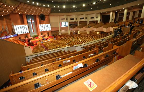 코로나19 거리두기 4단계 시행 첫 주말인 지난 18일 오전 서울 여의도 순복음교회에서 비대면 주일예배가 진행되고 있다. 뉴스1