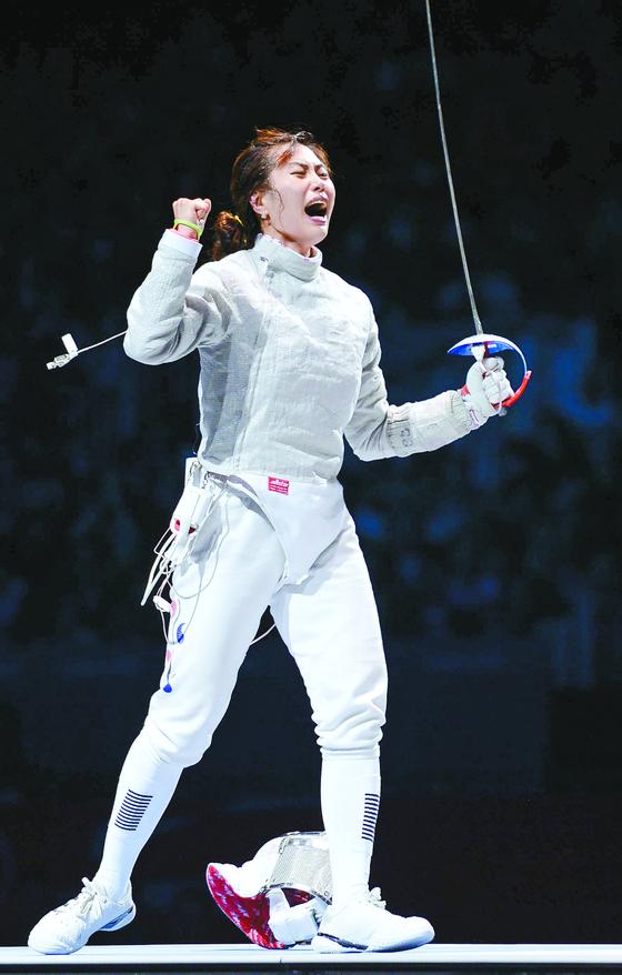 여자 펜싱 사브르 국가대표 김지연이 런던올림픽 결승에 오르고 환호하고 있다. [중앙포토]