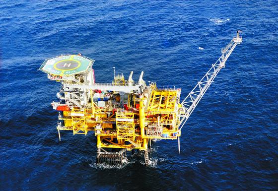 2004년 세계 95번째로 산유국 지위를 안겨준 동해 가스전의 모습. 한국석유공사는 이르면 올해 말 생산을 종료할 예정이다. [사진 한국석유공사]