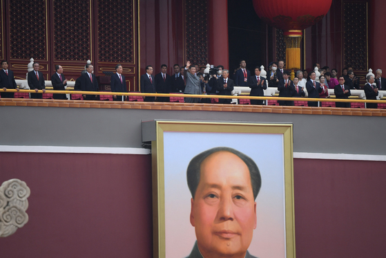 Chinese President Xi Jinping (center) attends a ceremony to mark the 100th anniversary of the founding of the Communist Party of China at Tiananmen Square in Beijing on the 1st. [AFP=연합뉴스]