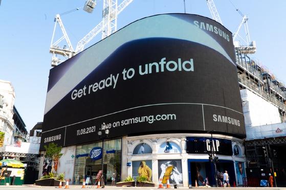 삼성전자가 다음 달 11일 '삼성 갤럭시 언팩 2021' 행사를 앞두고 영국 런던 피카딜리 서커스에서 진행 중인 옥외광고. [사진 삼성전자]