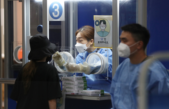검체 검사 받는 시민 연합뉴스