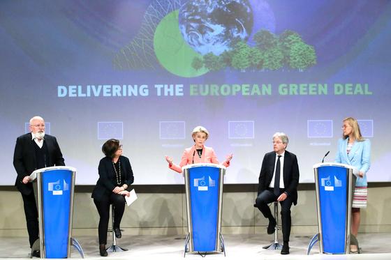 EU집행위원회는 지난 14일 새로운 무역장벽인 탄소국경세(CBAM) 법안을 발표했다. [로이터=연합뉴스 ]