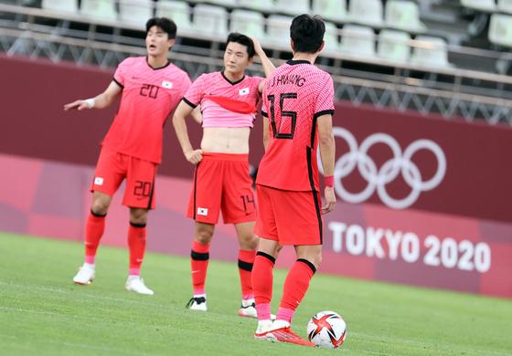 22일 오후 일본 이바라기현 가시마 스타디움에서 열린 '2020 도쿄올림픽' 남자축구 조별리그 B조 1차전 대한민국과 뉴질랜드의 경기에서 대한민국 선수들이 실점에 아쉬워하고 있다. 뉴스1