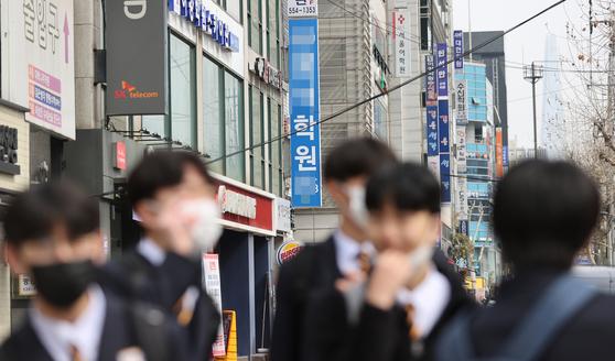 지난 3월 4일 오후 서울 강남구 대치동 학원가 모습. 연합뉴스