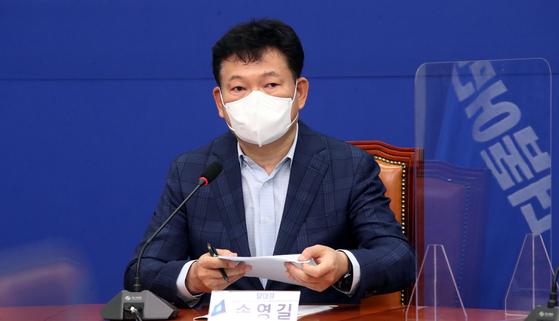 송영길 더불어민주당 대표가 22일 오전 국회에서 열린 대선정책준비단 1차회의에서 발언을 하고 있다. 임현동 기자