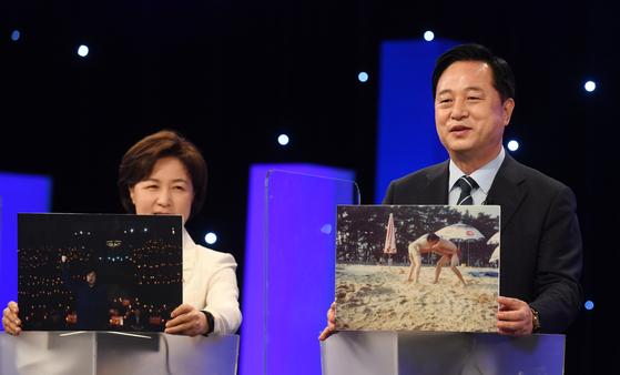 김두관(오른쪽) 더불어민주당 의원과 추미애 전 법무부 장관. 우상조 기자