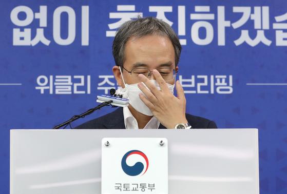 김수상 국토교통부 주택토지실장이 22일 오전 세종시 정부세종청사에서 제15차 위클리 주택공급 브리핑을 하고 있다. 연합뉴스