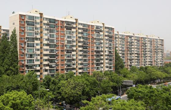 A view of Hyundai Apartment in Apgujeong, Gangnam-gu, Seoul.  2021.5.7/News 1