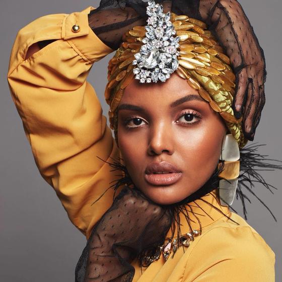 세계 최초로 히잡을 착용하고 주요 런웨이를 활보한 유명 모델 할리마 아덴이 업계를 떠난 이유를 밝혔다. [아덴 트위터]