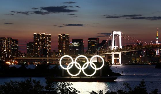 도쿄 도심에 설치된 오륜기. [로이터=연합뉴스]