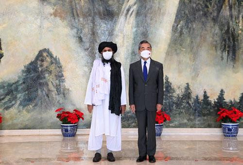 """신장 접경까지 점령한 탈레반 만나…中왕이 """"중국은 최대 이웃…주권 존중한다"""""""