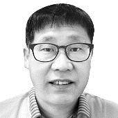 """[차이나인사이트] 중국 """"AI 주도 미래전쟁선 미국과 해볼 만"""" 판단"""