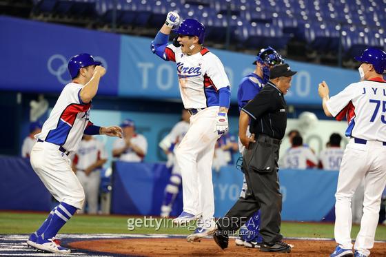 오지환이 한국 야구 대표팀의 첫 승을 이끌었다. 게티이미지