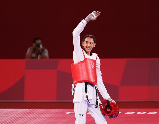 """히잡벗고 올림픽 간 선수들…이란 """"다리 뻗는건 女덕목 아냐"""""""