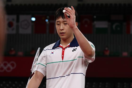 El partido de cuartos de final de individuales masculinos entre Corea Heo Kwang-hee y Kordon Kevin de Guatemala en los Juegos Olímpicos de Tokio se llevó a cabo en Musashinonomori Sports Plaza el día 31.  Heo Kwang-hee está triste después de no poder avanzar a los cuartos de final. [연합뉴스]