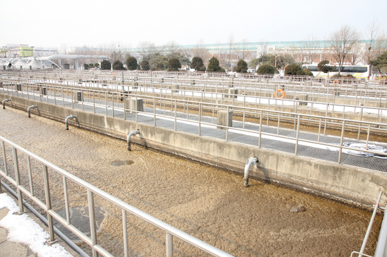 경기도 고양시 한강 변에 위치한 서울시 난지물재생센터. 고양시