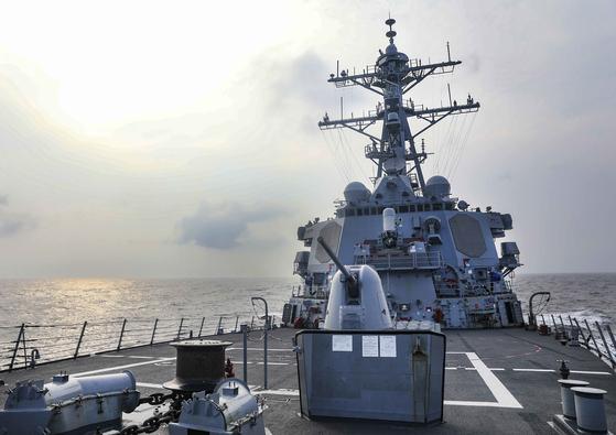 미국 알레이 버크급 미사일 구축함 벤폴드함이 28일 대만해협을 남쪽에서 북쪽 방향으로 통과했다고 미 해군 7함대가 발표했다. 사진은 벤폴드함 갑판. [사진 미 해군연구소뉴스(USNI News)]