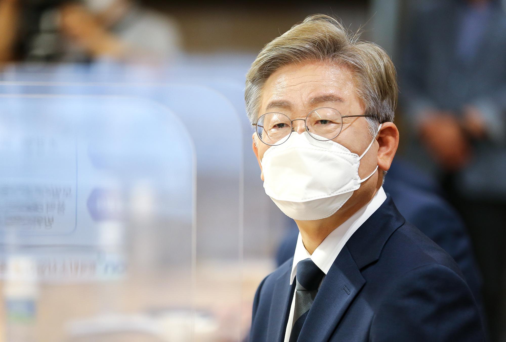 """""""월급만 축내는 공직자라면 그만두겠지만…"""" 원희룡에 반격한 이재명"""