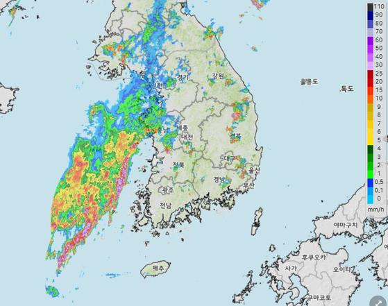 내일까지 곳곳에 비…최대 '100㎜' 내리지만 폭염은 지속