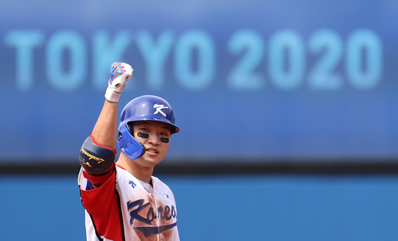 2일 일본 요코하마 스타디움에서 열린 도쿄올림픽 야구 녹아웃스테이지 2라운드 한국과 이스라엘의 경기. 5회말 무사 만루 한국 박해민 2타점 2루타를 날린 뒤 환호하고 있다. [연합뉴스]