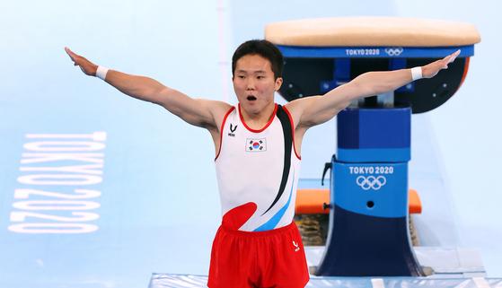대한민국 체조 신재환이 2일 오후 일본 도쿄 아리아케 체조경기장에서 열린 '2020 도쿄올림픽' 남자 도마 결선에서 연기를 펼친 후 놀란 표정을 짓고 있다. 신재환은 1·2차 시기 평균 14.783점을 획득하며 금메달을 목에 걸었다.뉴스1