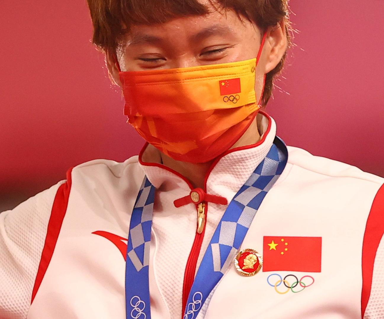 마오쩌둥 배지 달고 금메달 건 중국 사이클 선수. [로이터=연합뉴스]