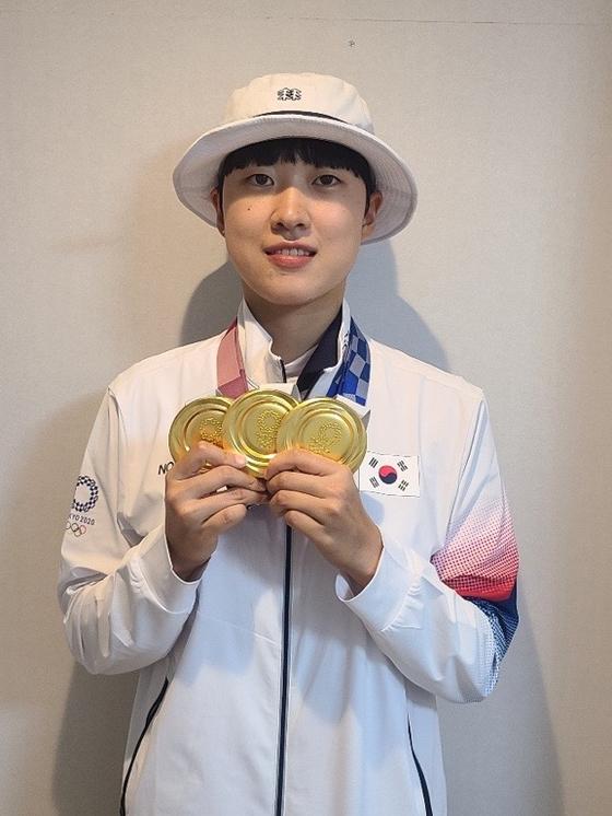 금메달 3개를 목에 건 안산 선수. [사진 대한양궁협회]