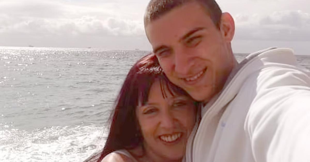 29살 연하 아들 친구와 결혼한 엄마···그들이 모금 나선 사연