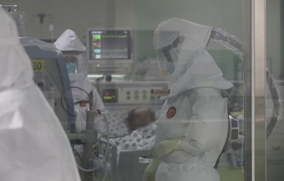 4차 유행 여파에 코로나 위중증 환자 하루만에 40명 급증