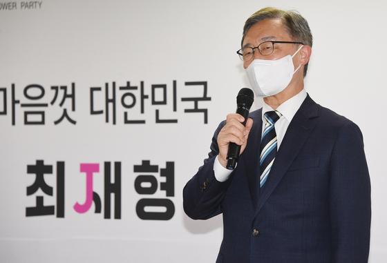 최재형 국민의힘 예비후보가 9일 여의도 캠프에서 선거대책회의를 하며 발언하고 있다. [국회사진기자단]