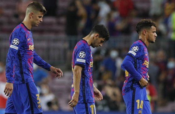 바이에른 뮌헨에게 0-3으로 패한 바르셀로나 선수들. [로이터=연합뉴스]