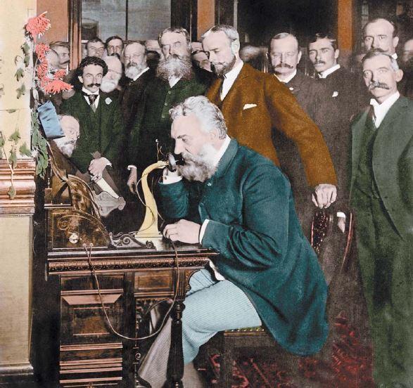 1892년 미국 뉴욕과 시카고 사이에 개설된 첫 장거리 전화의 개통식에서 벨이 통화하고 있다. [중앙포토]