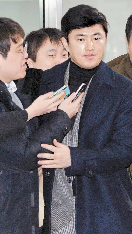 고영태 전 더블루K 이사가 지난 6일 서울 서초구 중앙지방법원 법정으로 향하고 있다. 우상조 기자
