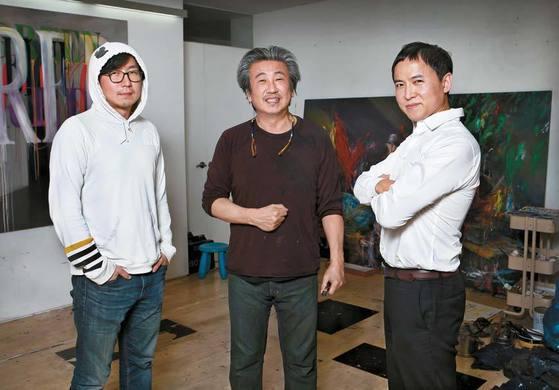 2017베니스비엔날레 한국관 참여작가 이완·코디최, 예술감독 이대형(왼쪽부터).