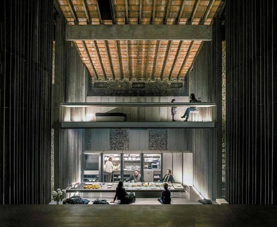 올로트에 위치한 '로우 하우스'(2012). 하나의 공간 안에 여러 개의 바닥층을 끼워 다양하게 쓸 수 있게 했다.