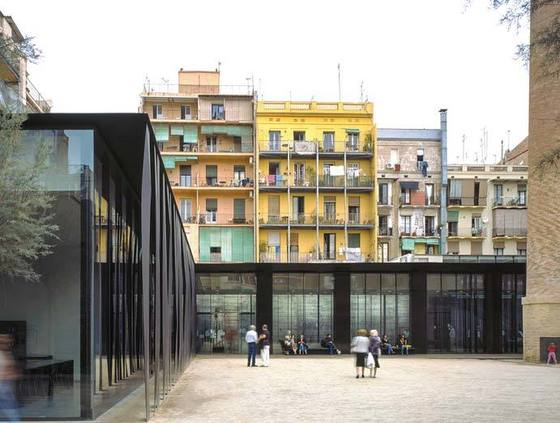 바르셀로나에 있는 '산 안토니-조안 올리버 도서관'(2007)