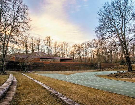 공원을 훼손하지 않고 만든 '토솔-바질 육상트랙'(2000)