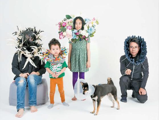 배종헌의 '엘리자베스 카라를 한 가족사진'(2016) 디지털 C프린트, 디아섹, 150×225㎝