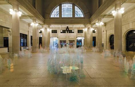 전시장 내부에 설치된 작품들. 홍범 '기억의 잡초들'