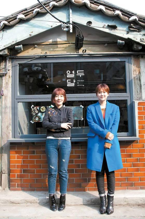 서울 익선동 한옥 레스토랑 '열두달' 을 기획한 '익선다다'의 박한아(왼쪽)ㆍ박지현 대표