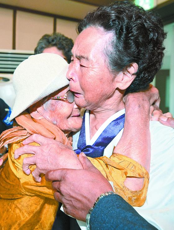 85세 동생 만난 100세 할머니