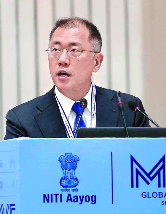 정의선 현대차 부회장이 7일 인도에서 열린 '무브(MOVE) 서밋'에서 연설하고 있다. [사진 현대차]