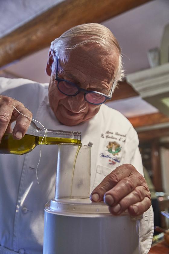 프랑스 최초로 쿠킹클래스를 만든 주인공 르네 베라르 셰프. 베라르 호텔을 운영 중이며 미쉐린 1스타 레스토랑도 보유하고 있다. [사진 노중훈]