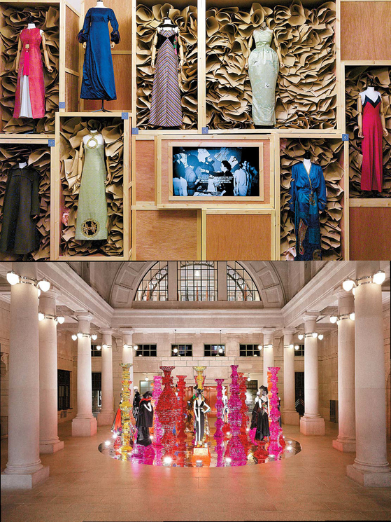 2016년 열린 대규모 한국 패션 전시 'Mode & Moments: 한국 패션 100년'. 국내 패션 아카이브와 한국의 전통 및 현대 예술을 접목시켰다. 미술가 최정화가 예술 감독을 맡고, 서 디렉터가 패션 감독으로 참여했다.